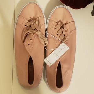 NWT Old navy canvas shoes